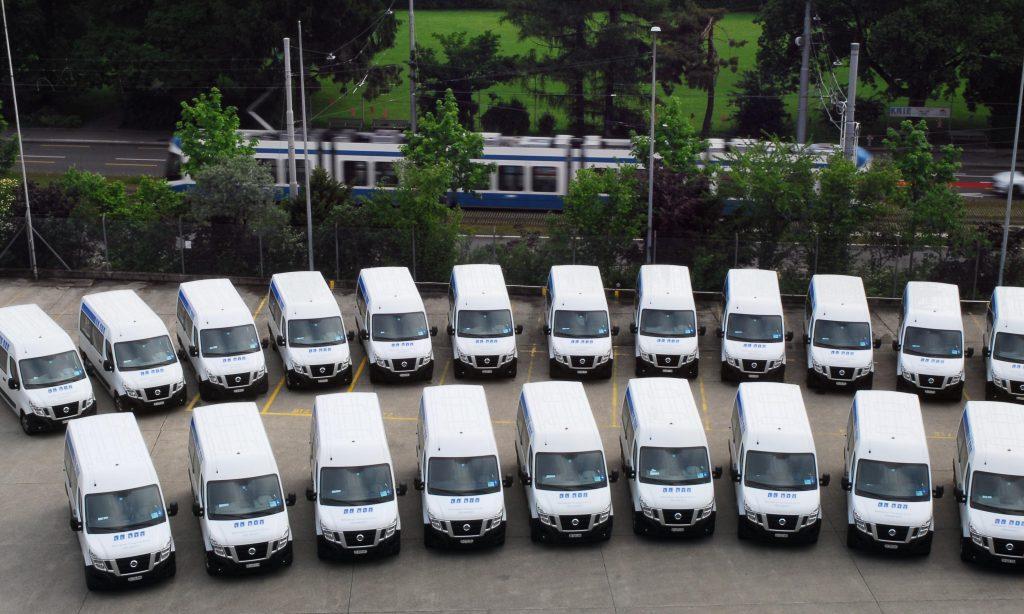 Es stehen 23 Kleinbusse für den Einsatz bereit.
